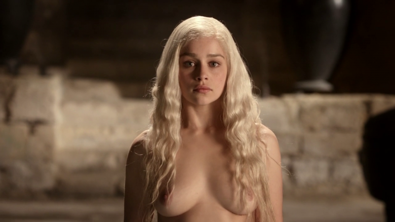 Emilia-Clarke-nude-in-game-of-thrones-1