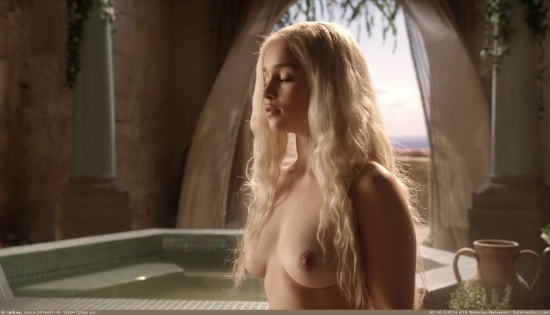 emilia-clarke-nude-in-game-of-thrones-2