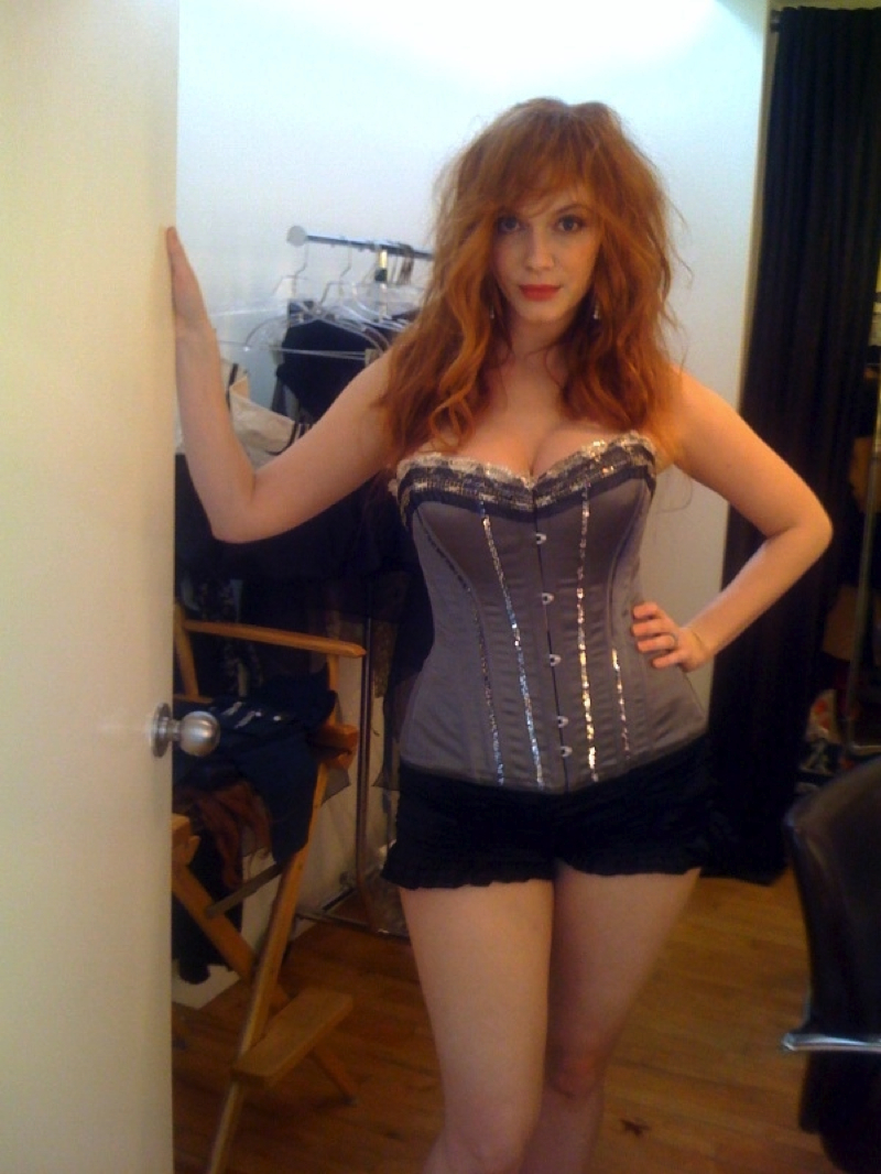 Christina-Hendricks-Topless-Big-Boobs-Photos-Leaked-From-Hacked-Cell-Phone-www.GutterUncensored.com-004