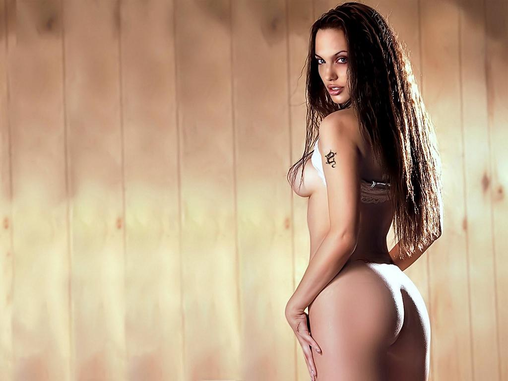 Nude_Angelina_Jolie