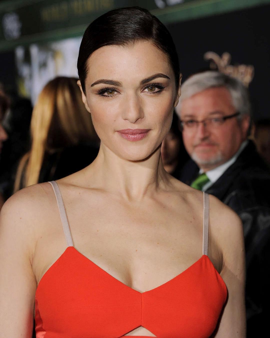 Rachel-Weisz-awesome-dress