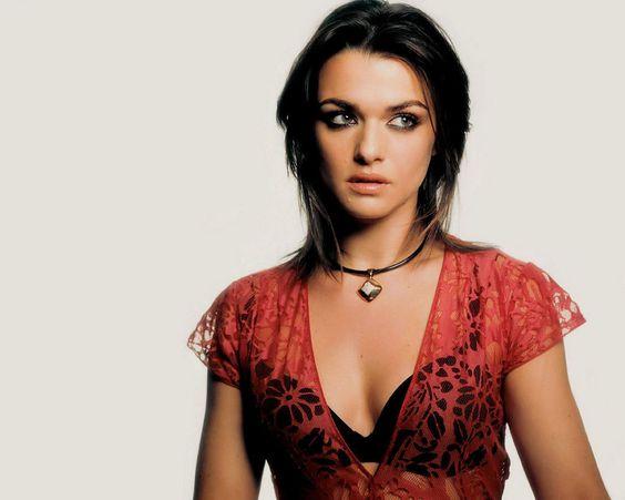 Rachel-Weisz-hot-cleavages